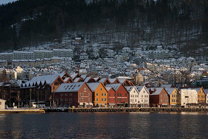 Her på Bryggen i Bergen skal du bo under landsmøtet i juni. Foto: Knut Randem.